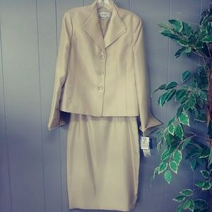 LE SUIT skirt and jacket champgane sz.4